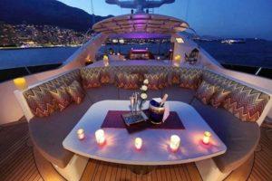 cena-romantica-in-barca-lago-di-garda